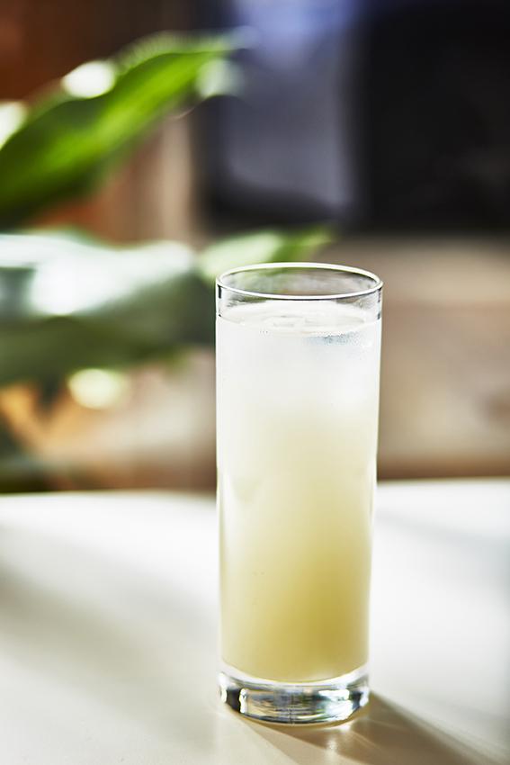 SODA FACTORYで作るスパークリングワインとカルピスのカクテル